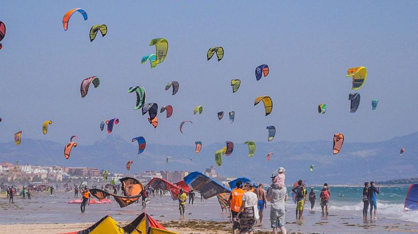 busy tarifa kitesurfing beach